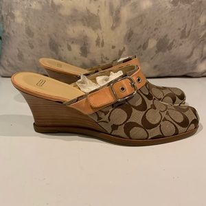 GORGEOUS COACH SIGNATURE WEDGE MULES SIZE 9.5